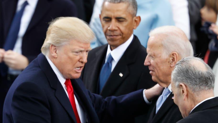 Trump saluda a Joe Biden