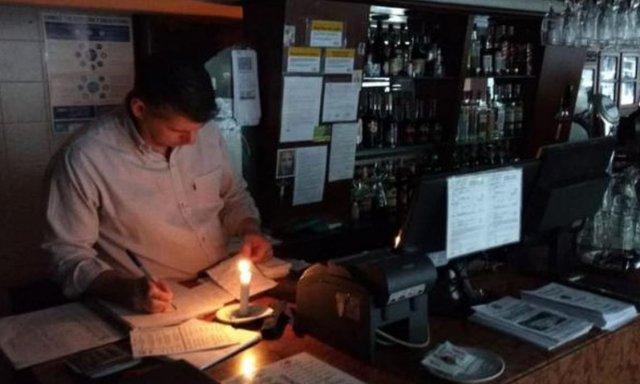 Resultado de imagen para 100.000 hogares continúan sin luz en Uruguay por el apagón en Argentina