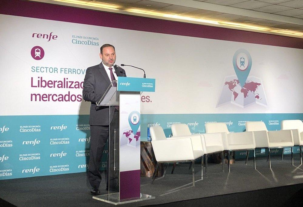 El ministro José Luis Ábalos defiende la liberalización ferroviaria, pero sin dirigirla desde el sector público, apostando por la colaboración público-privada