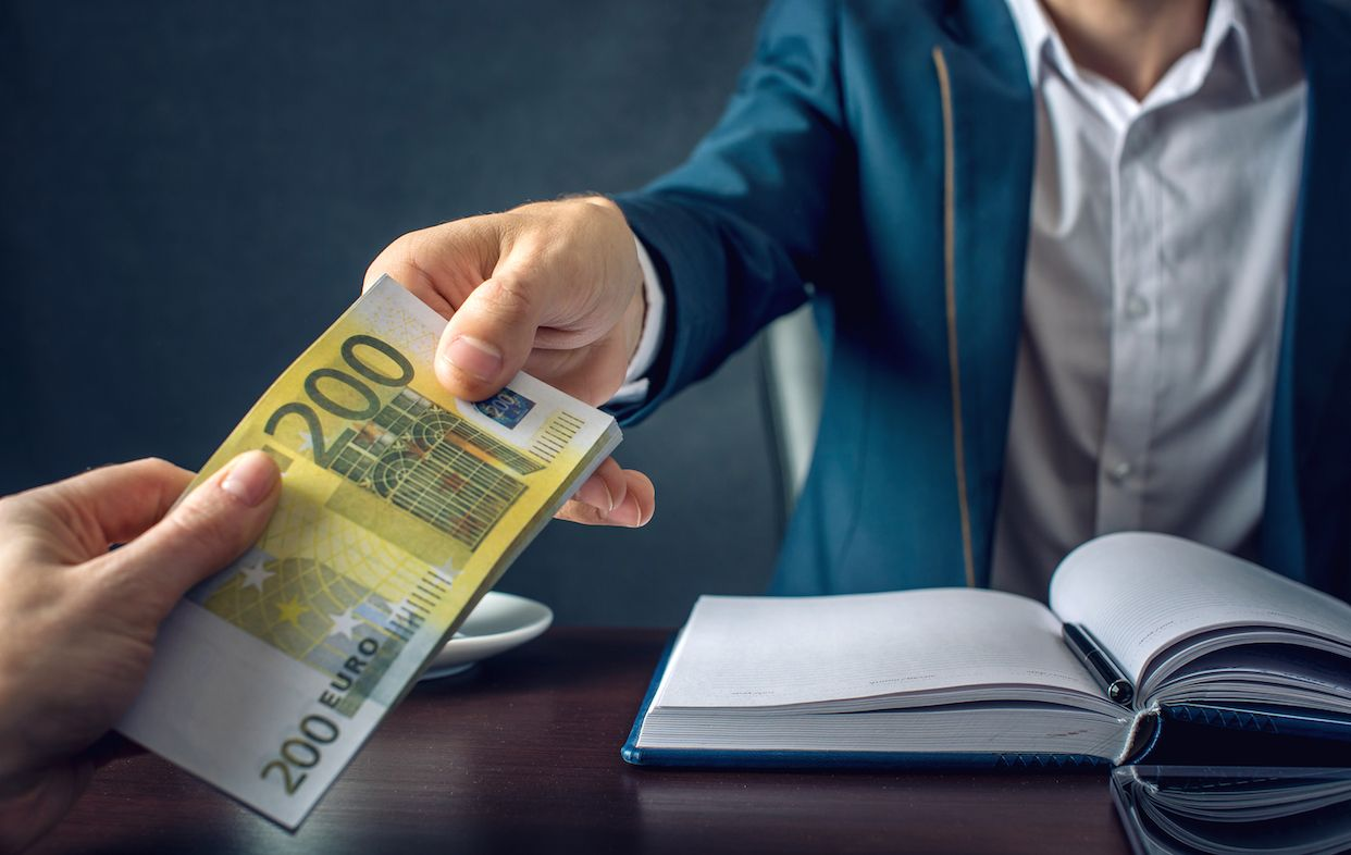 La banca se prepara para cobrar por los depósitos de los particulares: entre el 0,10% y el 0,40%