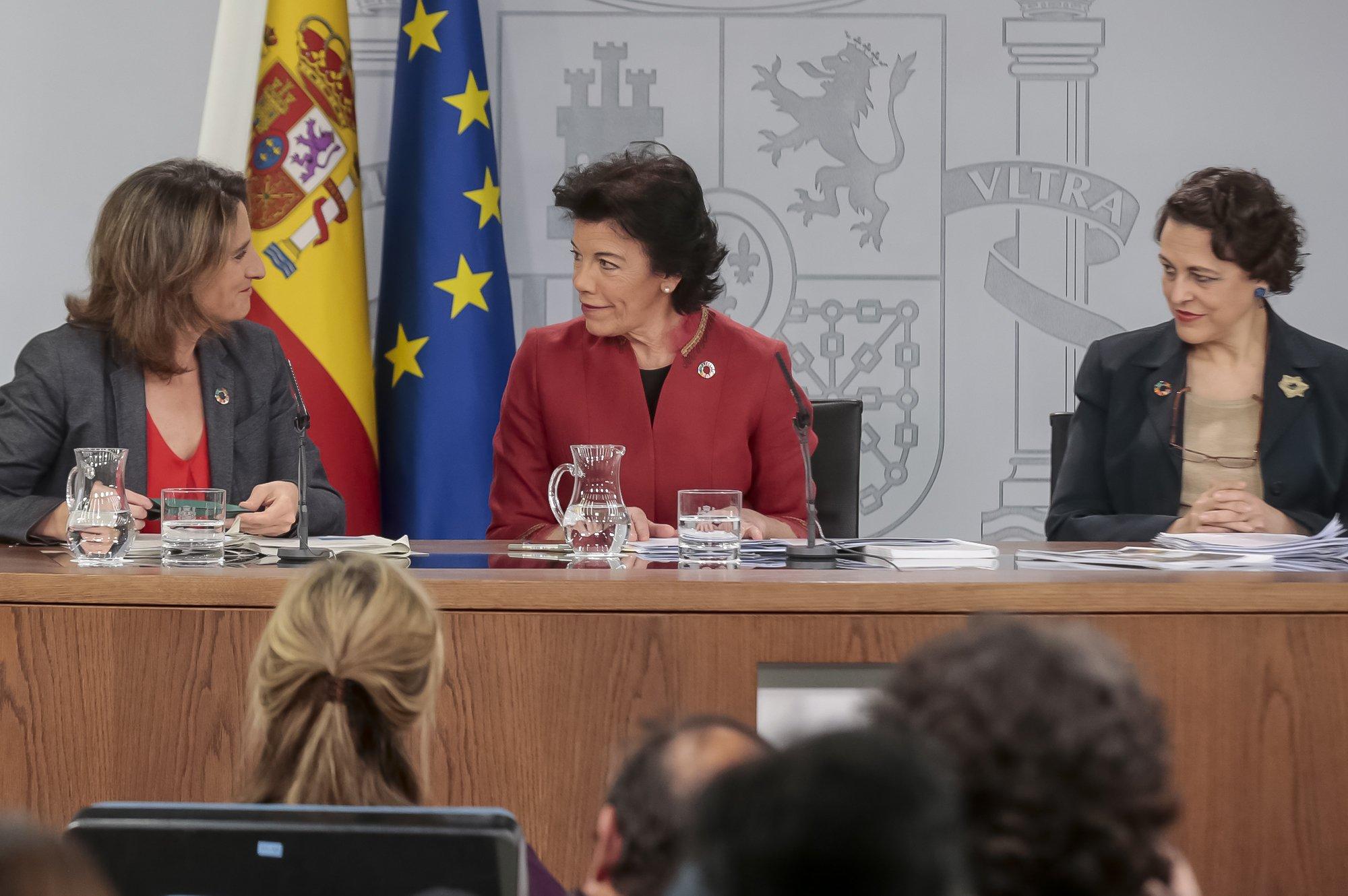 Políticos ególatras hacia una España en ruinas