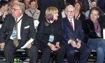 Warren Buffett y sus tres hijos: Susan, Howard (izquierda) y el más pequeño, Peter (derecha)