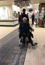 El padre Claude Grou fue agredido mientras oficiaba una misa