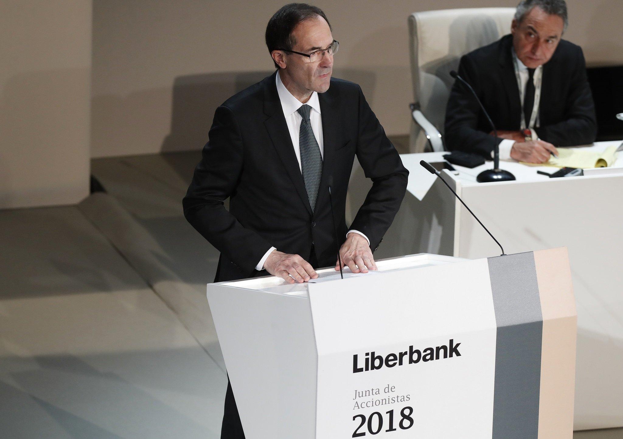 Manuel Menéndez ha presidido una Junta para olvidar: mínima participación, cero intervenciones y discurso leído del presidente