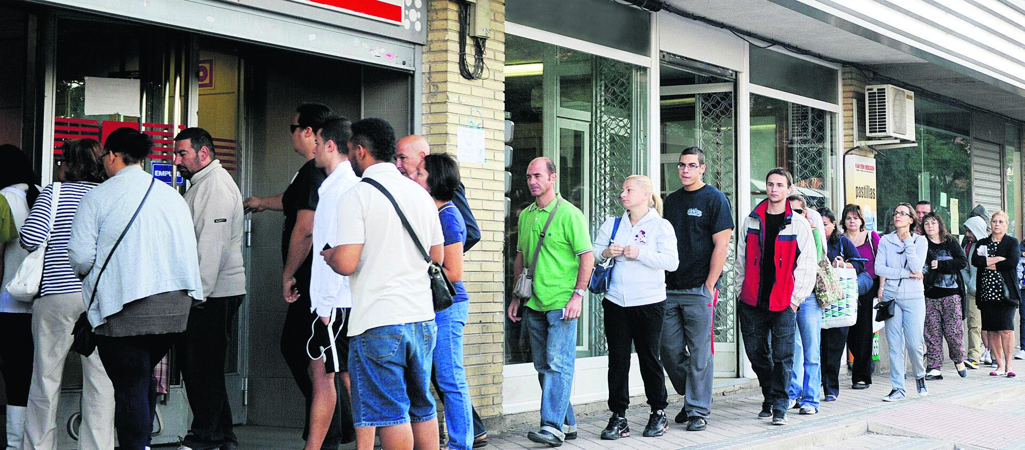 El confinamiento forzoso provoca la mayor subida del paro de la historia: 302.365 desempleados más, en marzo (+9,31%)