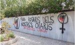 """Pintada antifascista: """"Fuera rosarios de nuestros ovarios"""""""