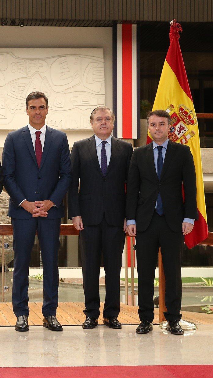 Iván Redondo a la derecha