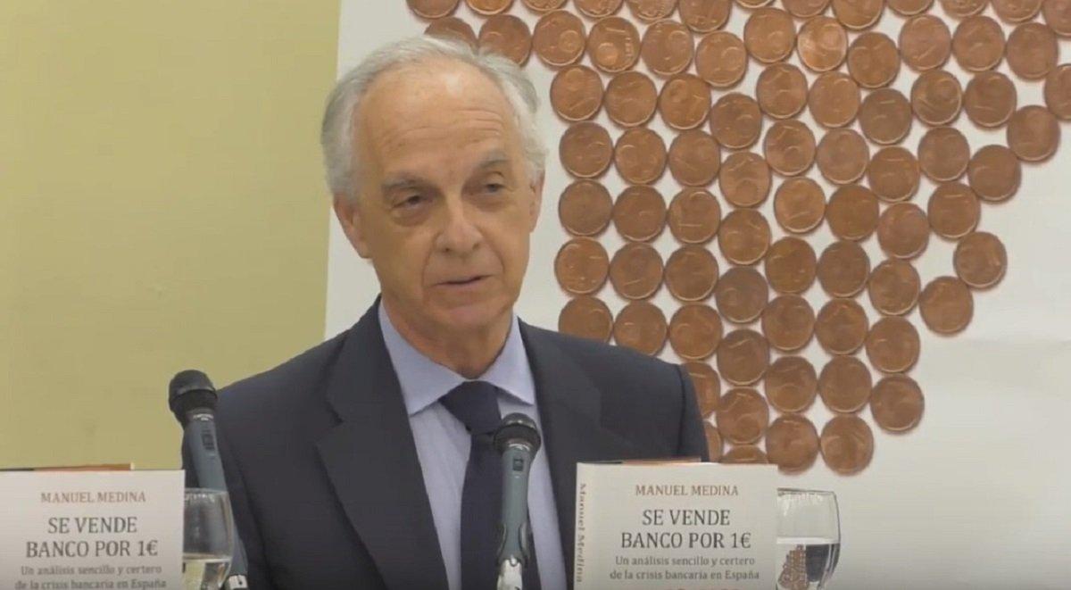 Ángel Corcóstegui, durante la presentación del libro 'Se vende banco por 1€', escrito por Manuel Medina