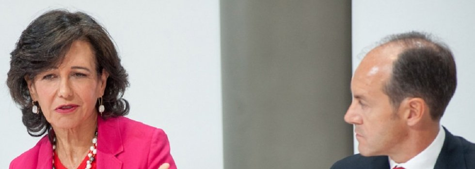 Ana Botín, ante la atenta mirada del CEO de Santander España, Rami Aboukhair