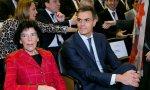 Isabel Celaá, ministra de Educación, acompañada de Pedro Sánchez, presidente en funciones