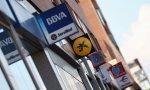La banca de hoy: despedir empleados, cerrar oficinas, cobrar comisiones y vender productos