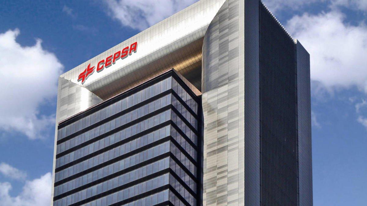 Cepsa tiene su sede en la Torre Foster, propiedad de Amancio Ortega