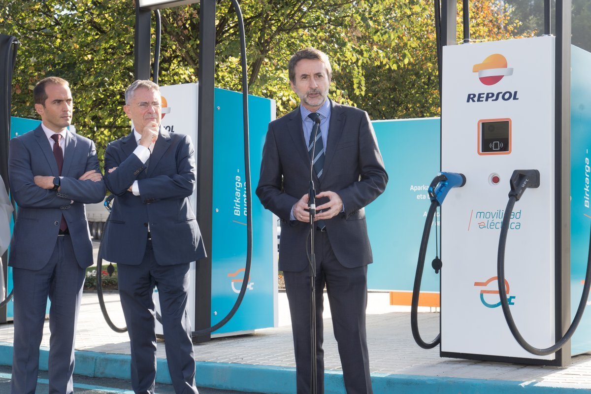 El CEO de Repsol, Josu Jon Imaz, en la inauguración de la estación de recarga para vehículos eléctricos con mayor potencia de Europa