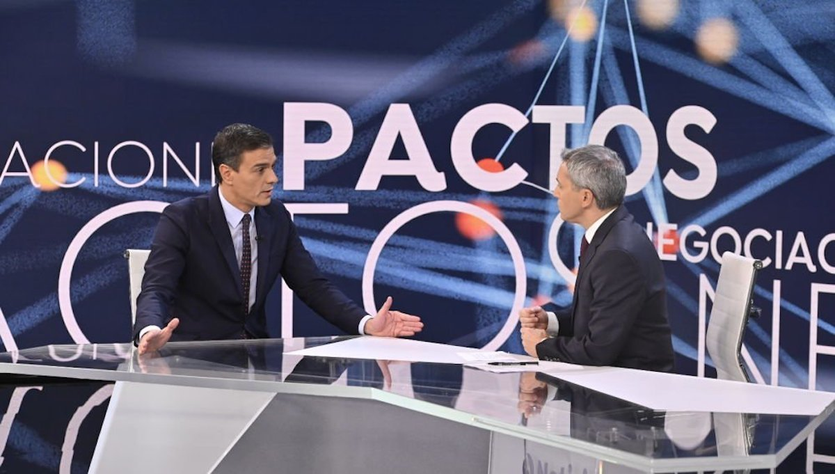 Moncloa se enfada con Vicente Vallés: fue muy duro en su entrevista con Sánchez