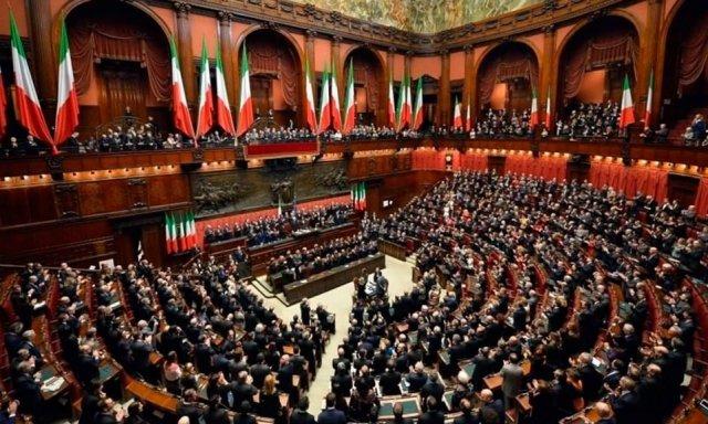 Italia aprueba la ley que reduce en 345 el n mero de parl for Numero deputati
