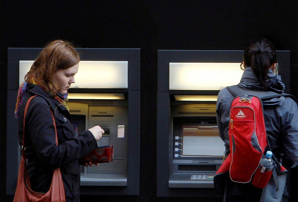 Los cajeros automáticos, otra fuente de ingresos para los bancos