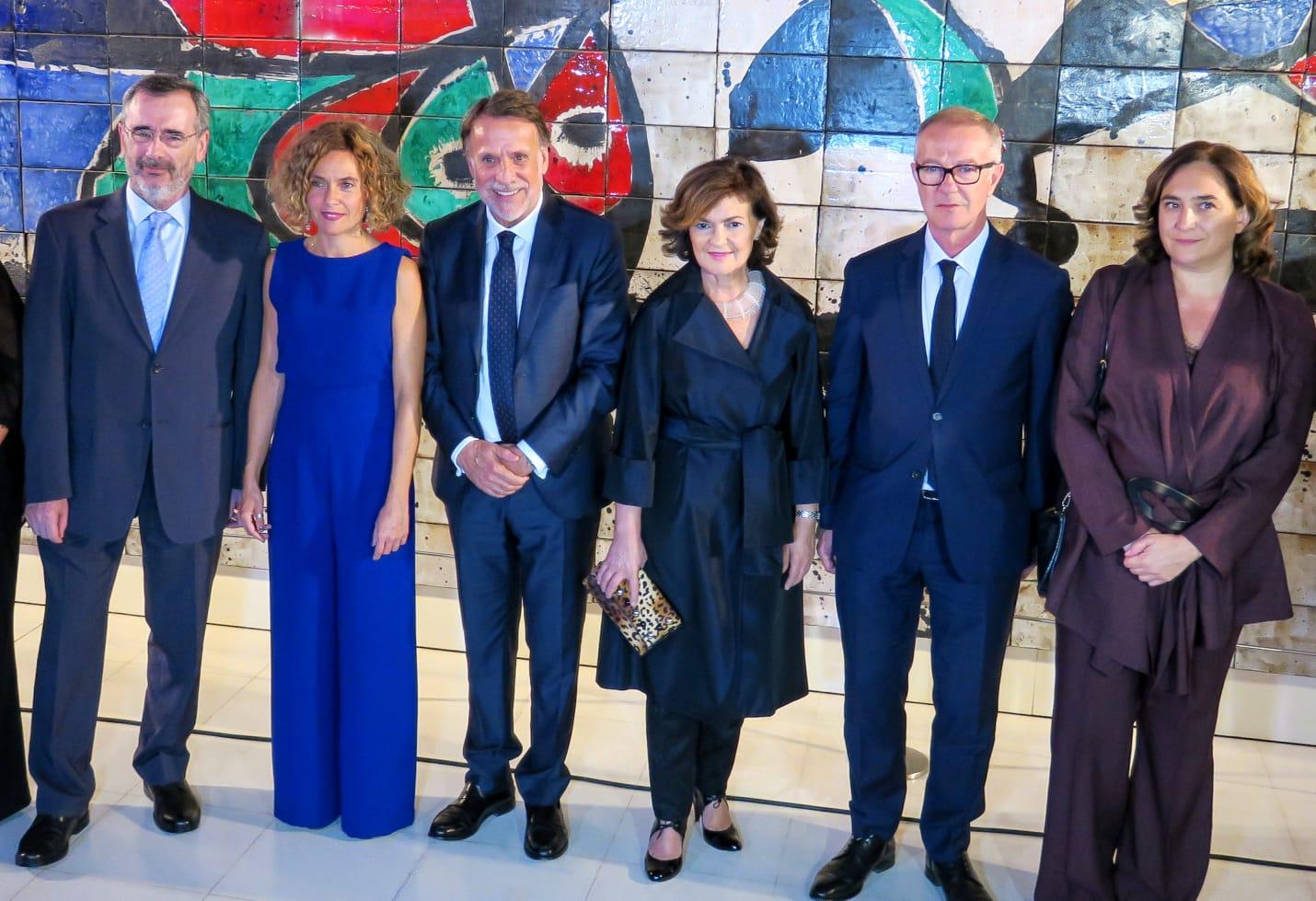 Colau si que es sensible, Greta Calvo no. La alcaldesa de Barcelona abandonó la cena de los premios Planeta, cosa que no hizo la vicepresidenta en funciones