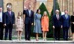 La familia real ante la catedral de Oviedo