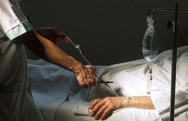 Absuelta la médico que eutanasió a una anciana que se resistió a morir