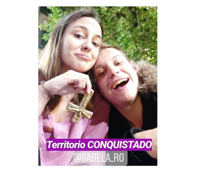 Xabela Rodríguez (Podemos) roba un crucifijo de colegio mayor del Opus Dei y blasona de ello en redes sociales
