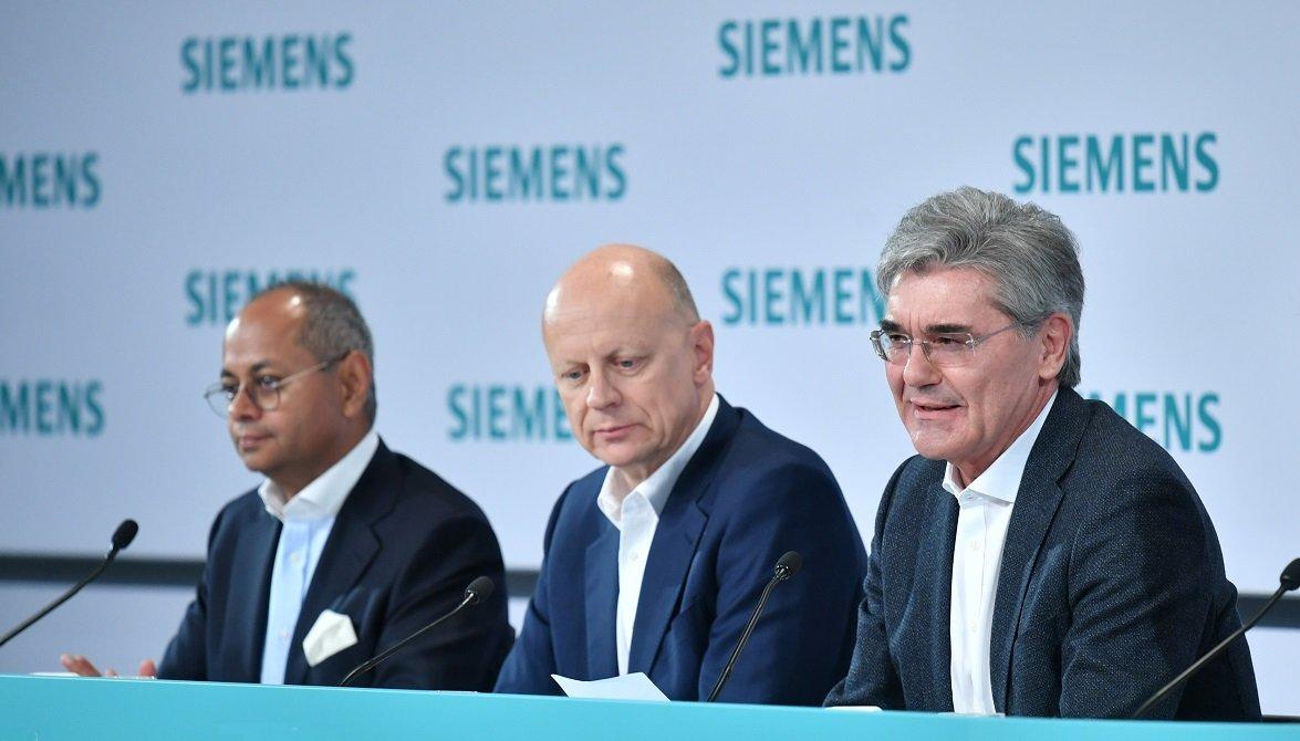 Michael Sen, CEO de la nueva Siemens Energy; Ralf P. Thomas, director financiero, y Joe Kaeser, presidente y CEO de Siemens