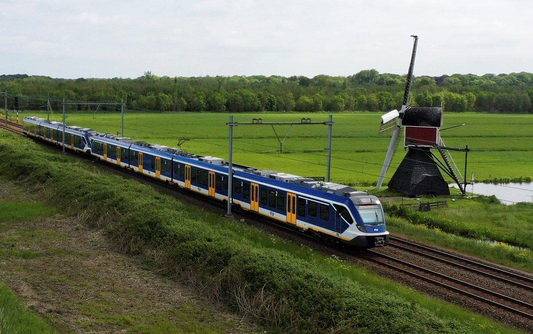 Un tren de CAF circulando por Holanda