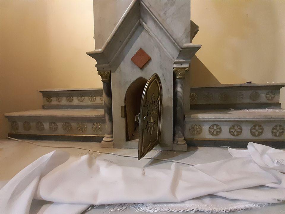 Sagrario profanado en el santuario salesiano de María Auxiliadora de Talca (Chile)