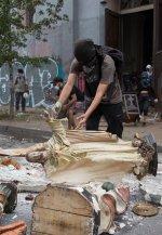 Chile. La violencia de los comunistas no cesa y se ceba con los templos cristianos y los símbolos de la Hispanidad