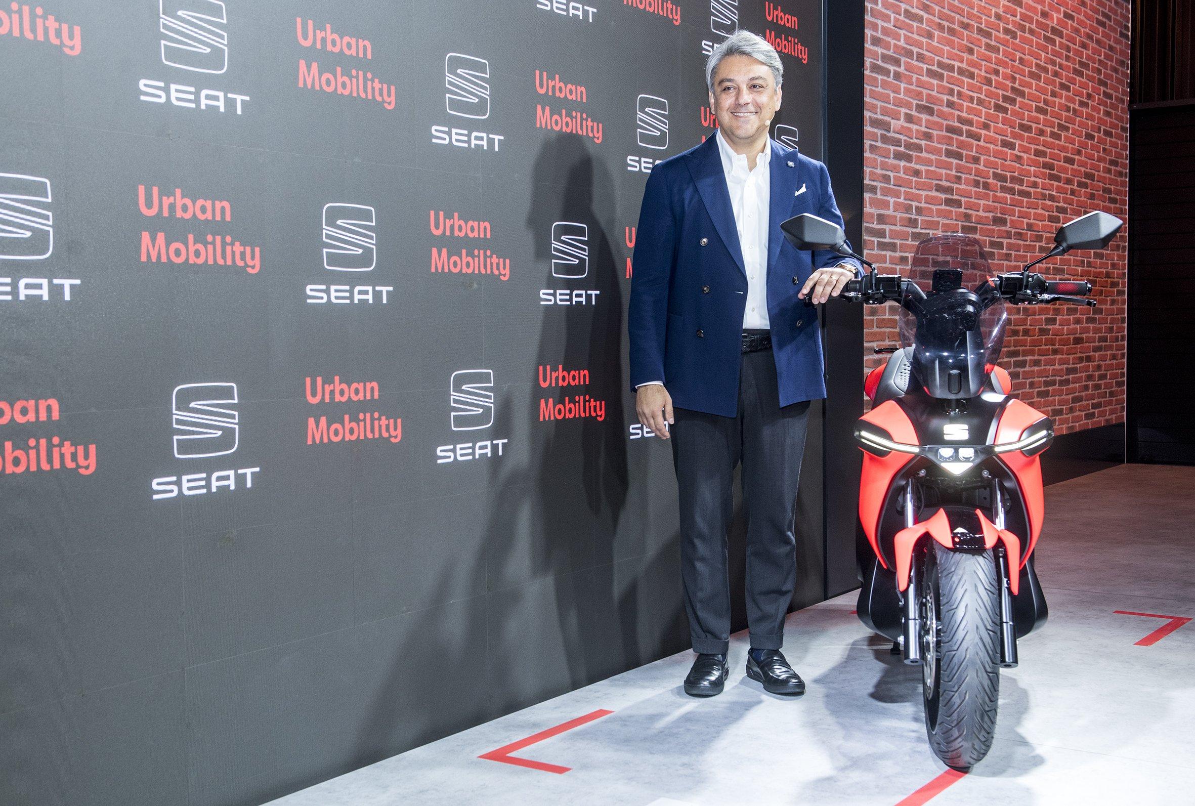 Seat lanza su primera moto eléctrica 'made in Spain' y su segundo patinete eléctrico