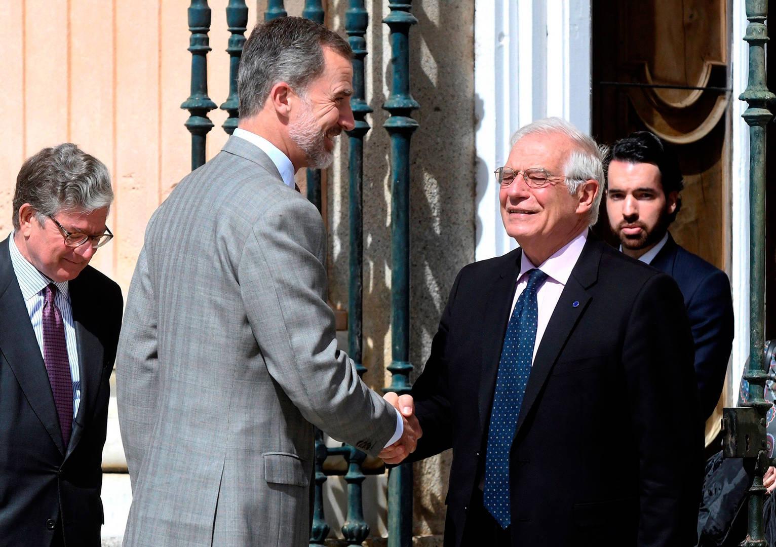 Felipe VI está legitimado para encargar la formación de gobierno al socialista José Borrell
