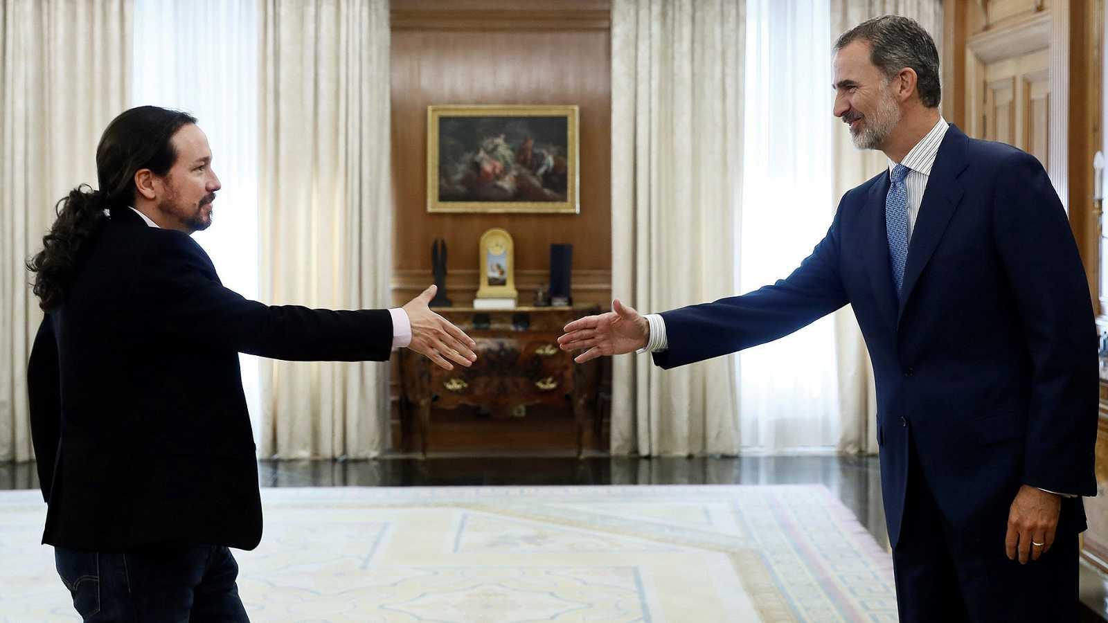 El neocomunista Pablo Iglesias y el Rey de España