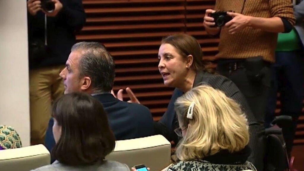 Nadia Otmani increpando a Javier Ortega Smith
