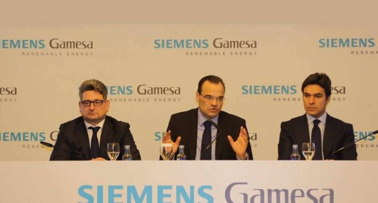 Miguel Ángel López, presidente de Siemens Gamesa; Markus Tacke, CEO, y David Mesonero, director financiero
