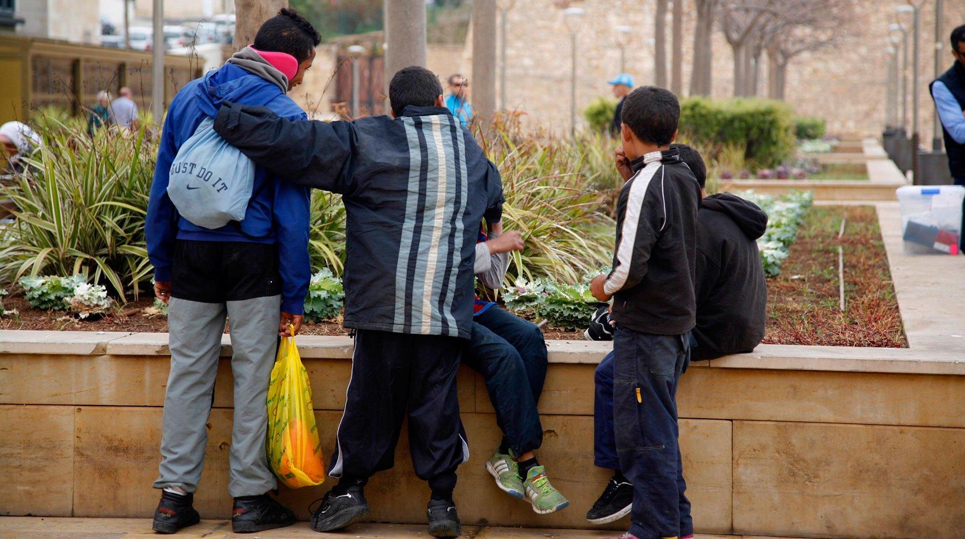 Un grupo de menas (menores extranjeros no acompañados)