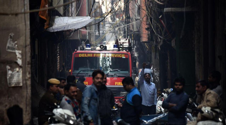 Al menos 43 personas han muerto en el incendio de una fábrica en Nueva Delhi según un balance provisional