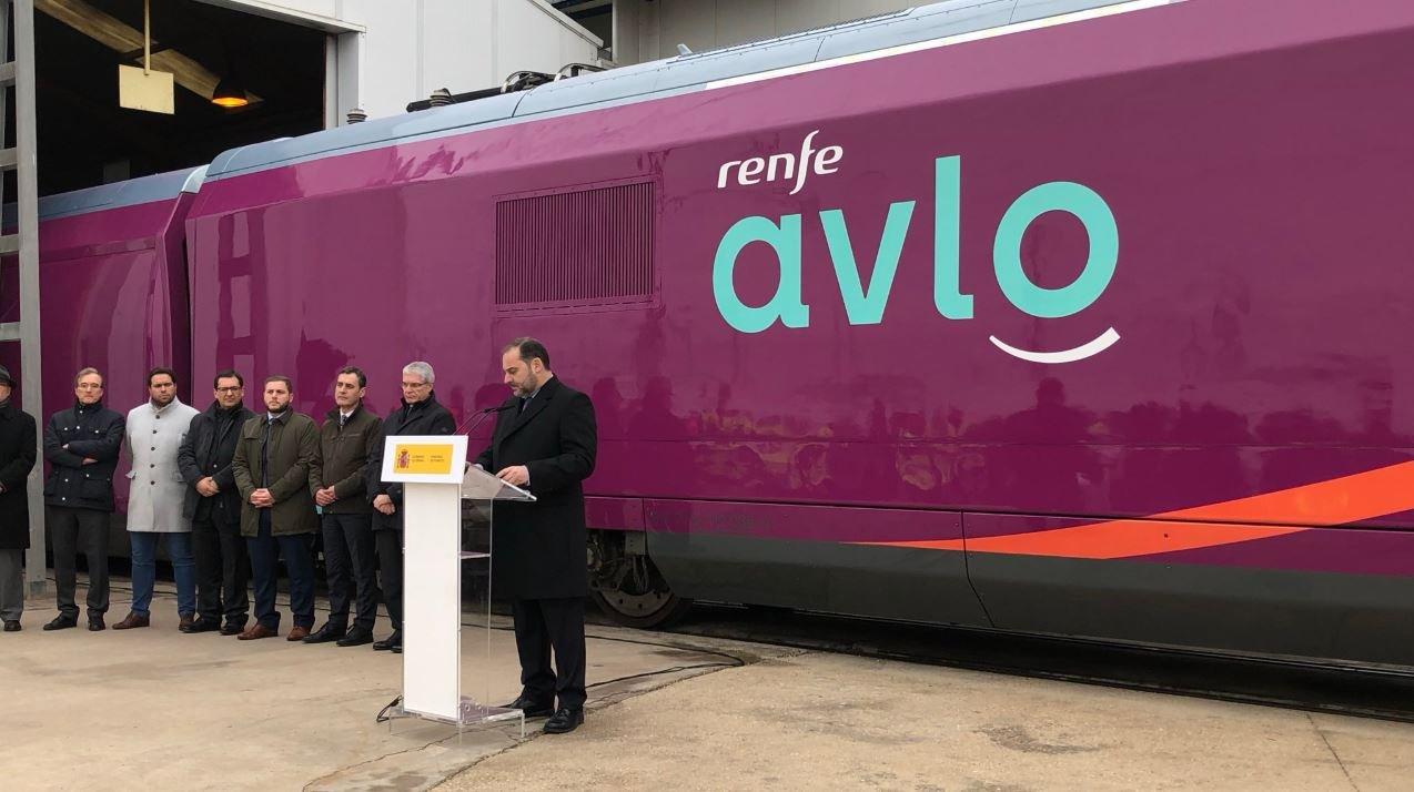 Renfe presenta su AVE de bajo coste: se llama AVLO y es de color morado