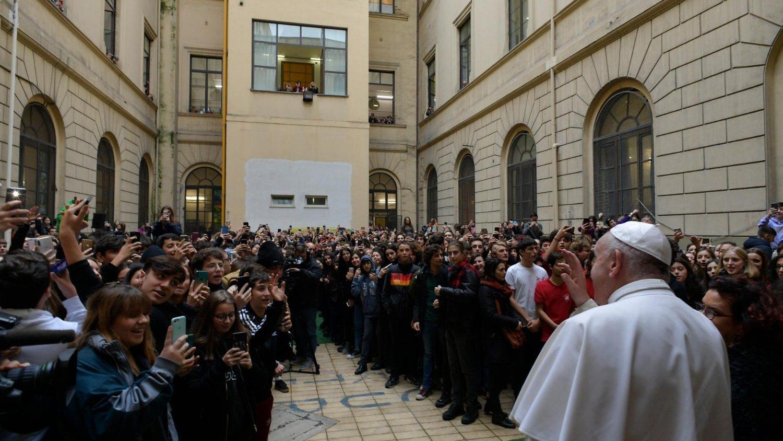 El Papa con los jóvenes del instituto Albertelli