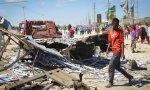 Al menos 92 personas han muerto y 128 han resultado heridas al explotar un vehículo bomba en un puesto de control en Mogadiscio