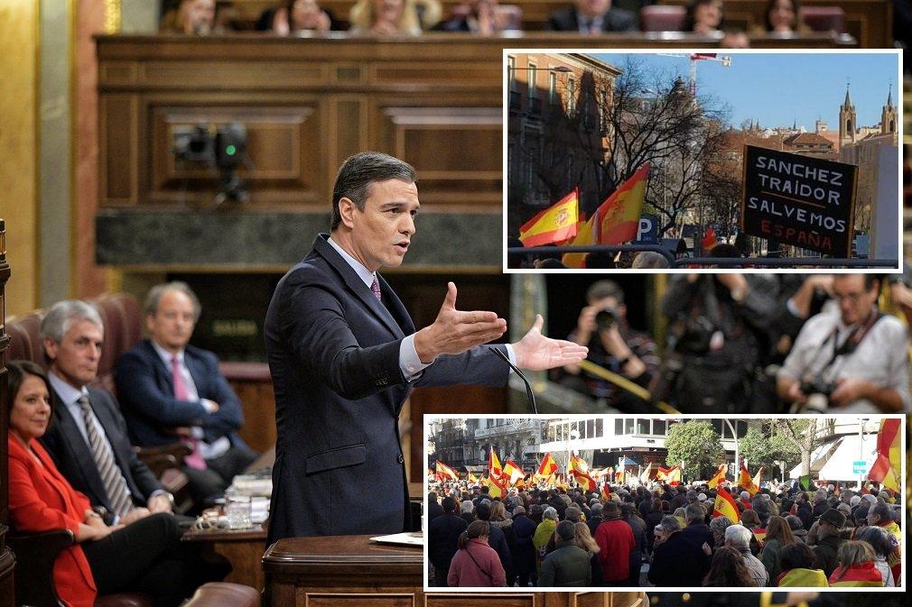 Sánchez en el pleno de investidura, mientras en Madrid tenía lugar la manifestación 'Por una España unida'