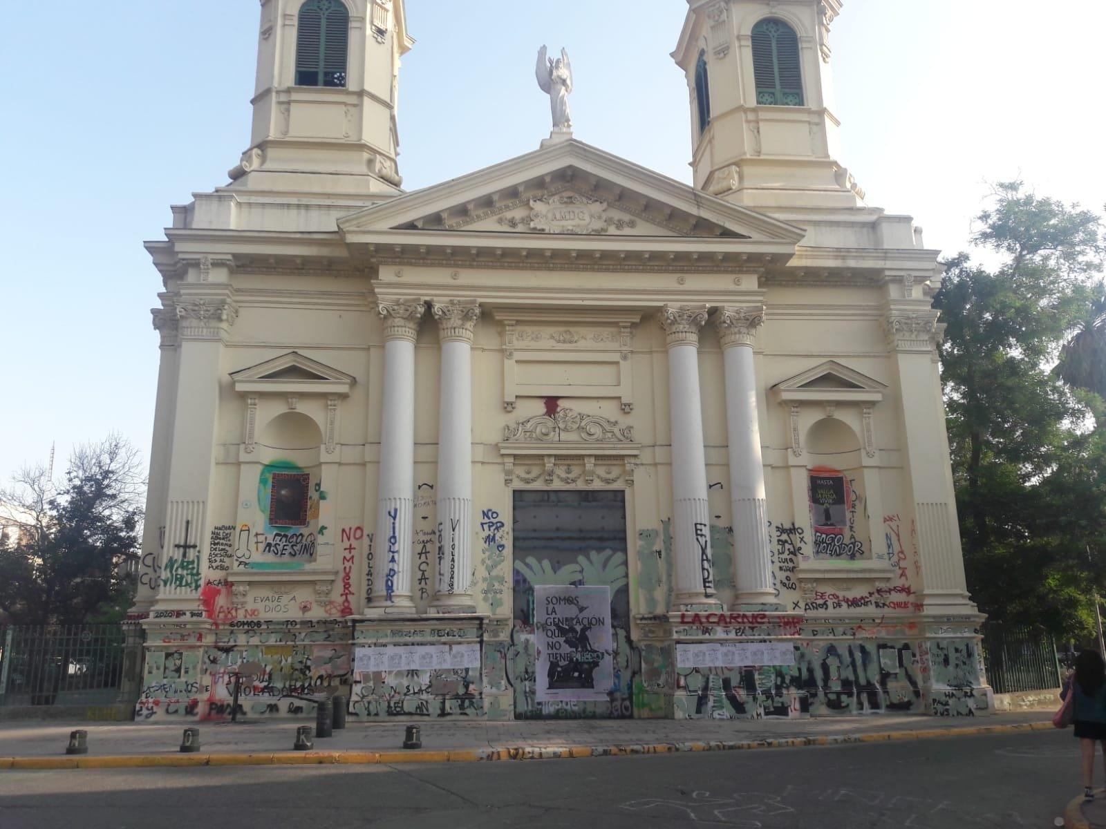 Una iglesia profanada en Chile