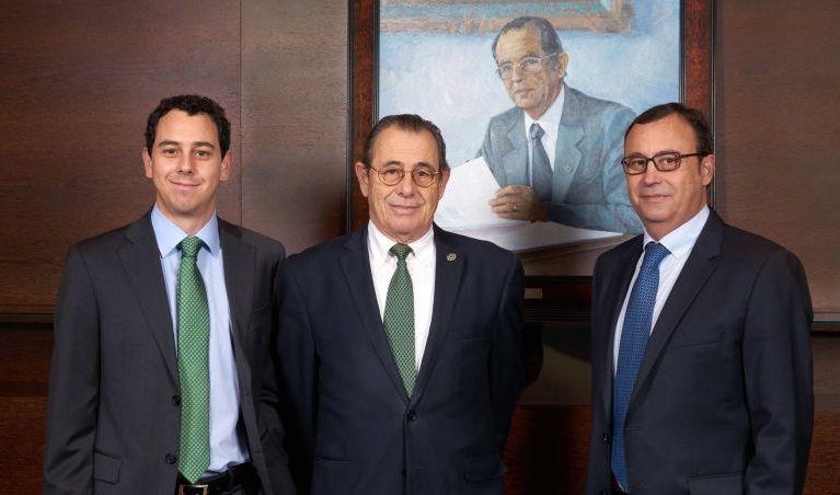 Víctor Grifols Deu (CEO), Víctor Grifols Roura (presidente no ejecutivo) y Raimon Grifols Roura (CEO)
