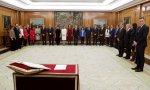Los miembros del Gobierno de Sánchez 'prometen' sus cargos ante el Rey... y sin crucifijo