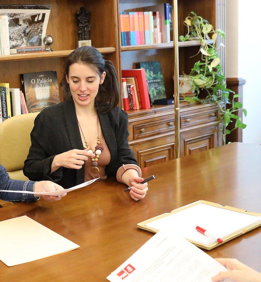 La Ministra de Igualdad no acompañó a la Reina Letizia en un acto de violencia de género porque tenía una cita… informativa, con Antonio Ferreras, en Al rojo vivo
