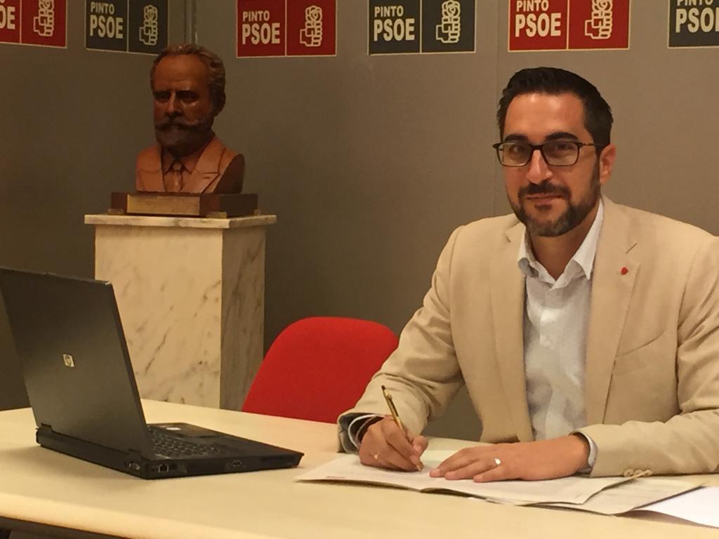 El curioso caso del alcalde de Pinto. El edil desata la polémica al irse a Cádiz en plena emergencia sanitaria