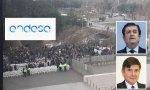 Concentración de trabajadores jubilados ante la sede de Endesa el pasado 16 de enero, junto a fotos de Borja Prado y Manuel Pimentel