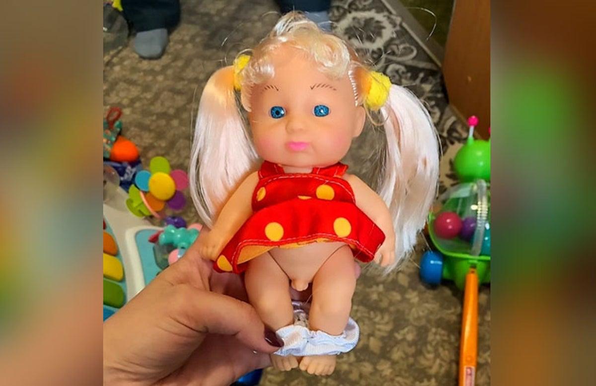 Muñeca con testiculos