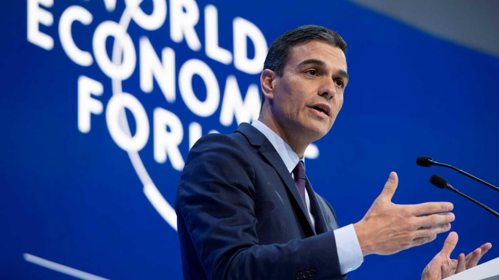 A Pedro Sánchez le gusta hablar con la prensa en foros internacionales, donde no hay peligro