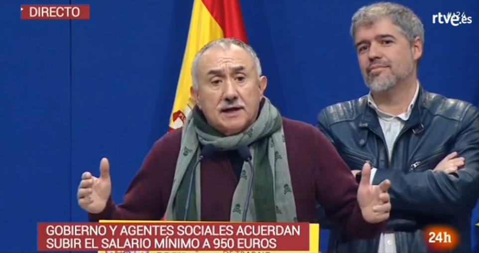 El sindicalista, Pepe Álvarez, lucía un fular de la marca Scalpers