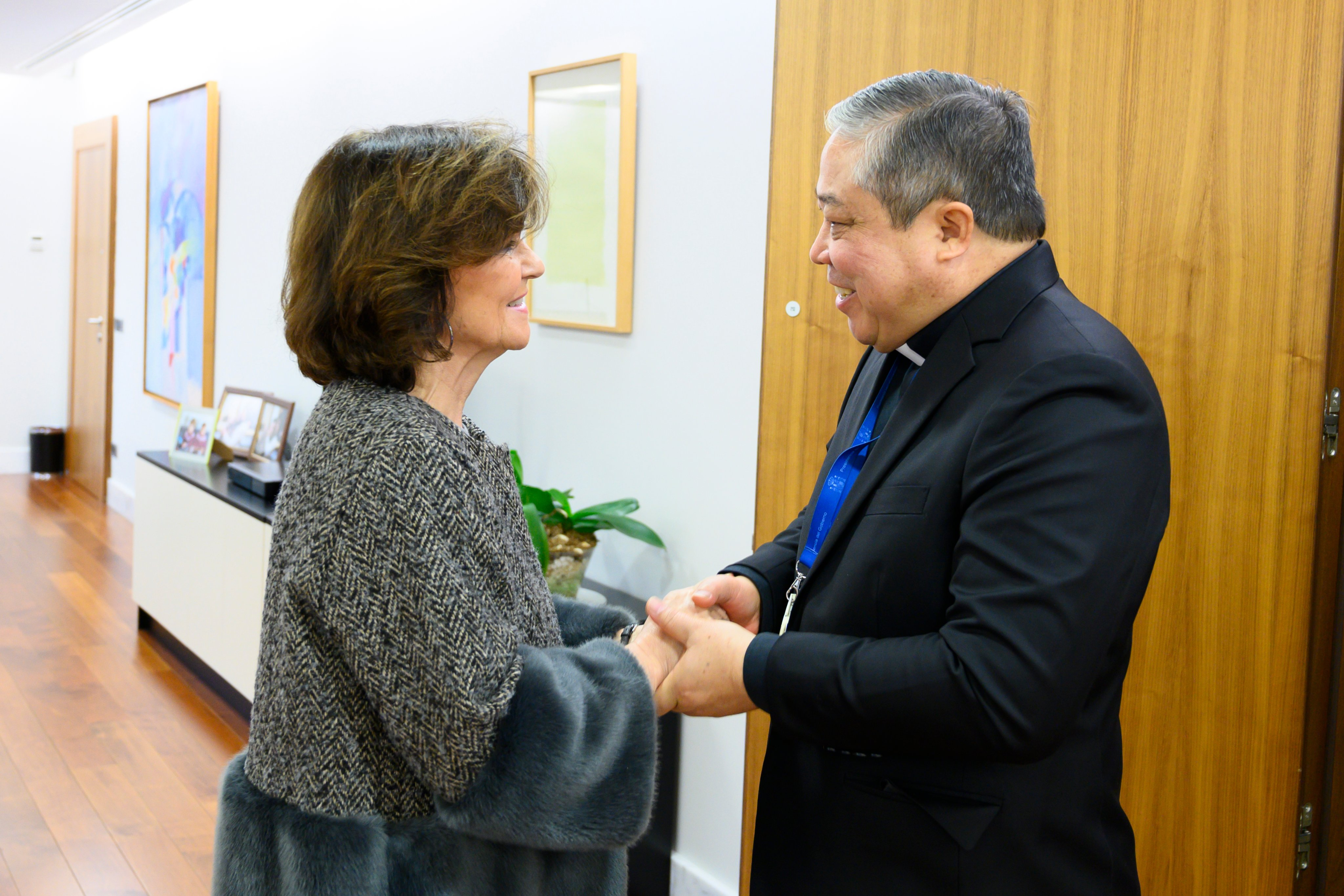 Carmen Calvo y el nuevo nuncio del papa Bernardito Auza