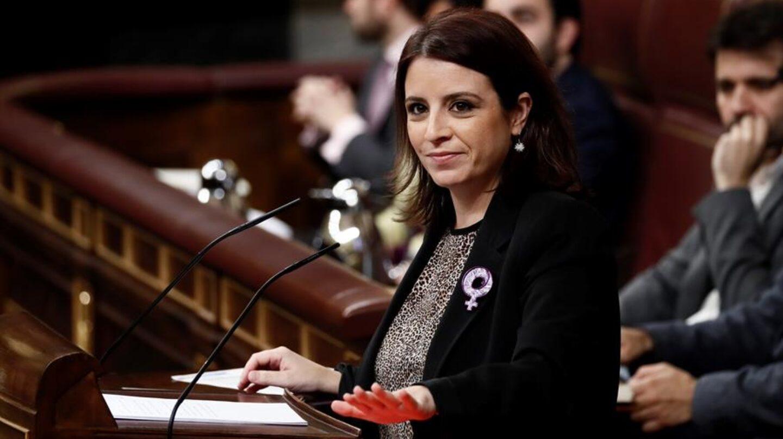 Adriana Lastra durante el debate de investidura de Pedro Sánchez